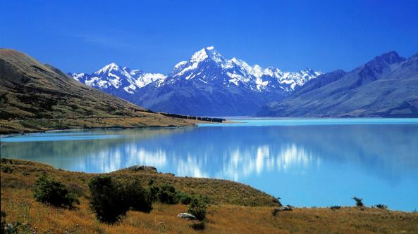Waste-Lake-Sorrounded-By-Mountains